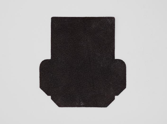 製品染めブラウンブラック+ワックス仕上げ:カードケースの裏面