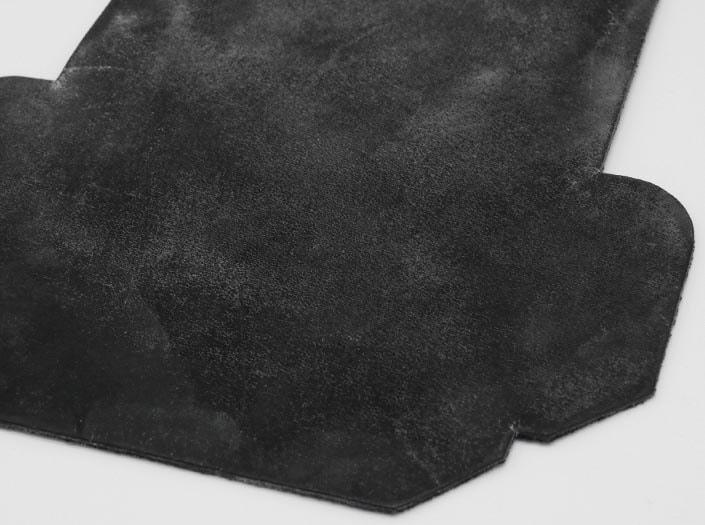 製品染めブラウンブラック+ワックス仕上げ:カードケースのディテール