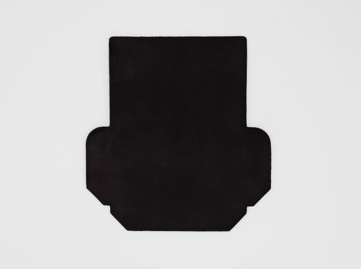 製品染めダークブラウン:カードケースの表面
