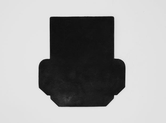 製品染めブラック:カードケースの表面
