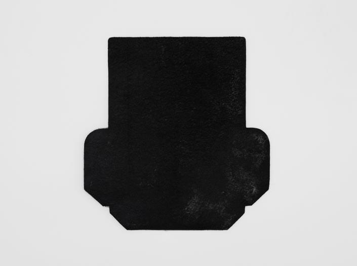 製品染めブラック:カードケースの裏面