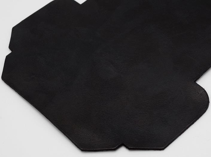 製品染めブラック:カードケースのディテール