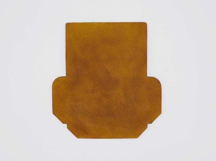製品染めキャメルイエロー:カードケースの表面