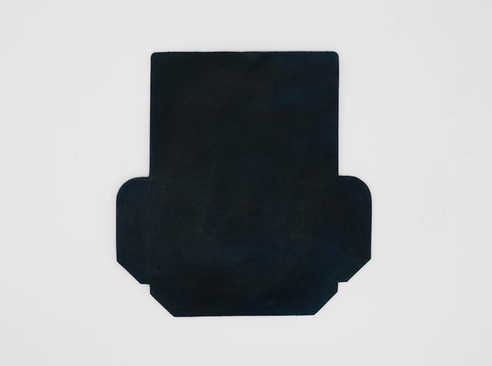 製品染めスペースブルー:カードケースの表面