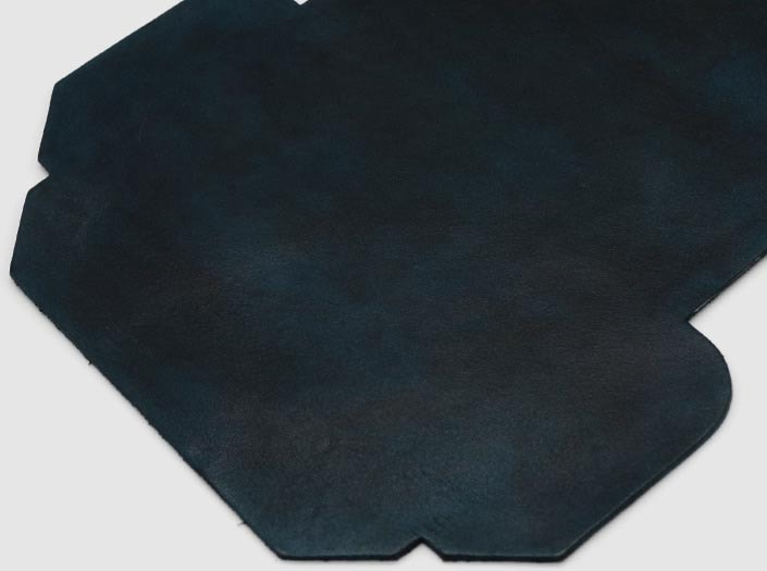 製品染めスペースブルー:カードケースのディテール