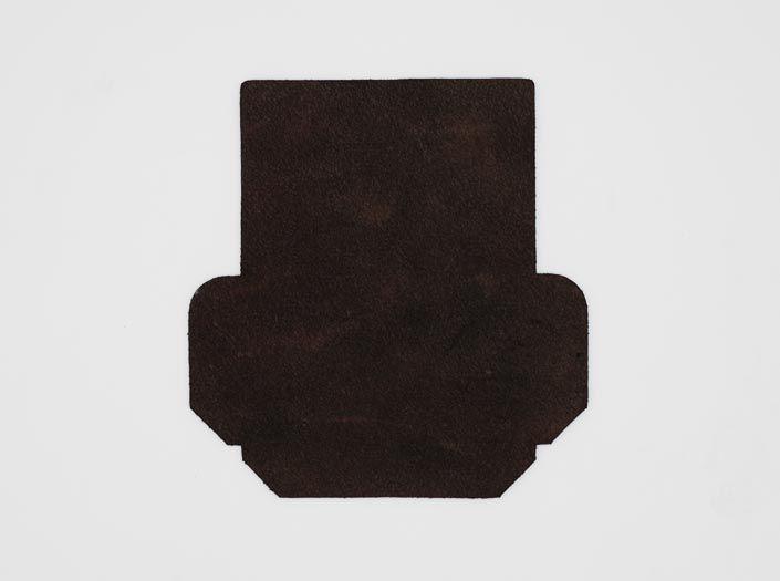 製品染めダークブラウン+ワックス仕上げ:カードケースの裏面