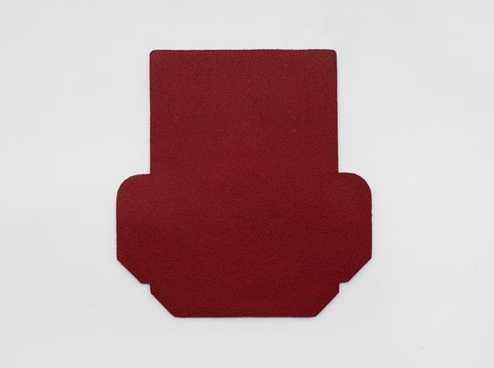 製品染めディープレッド:カードケースの裏面