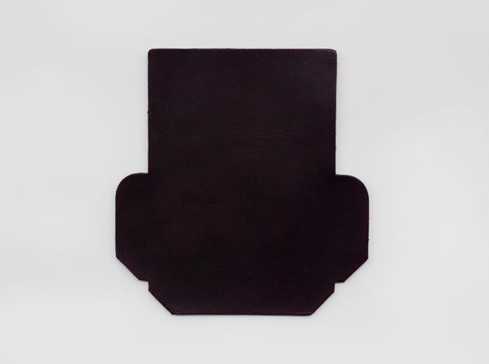 製品ムラ染めディープパープル:カードケースの表面