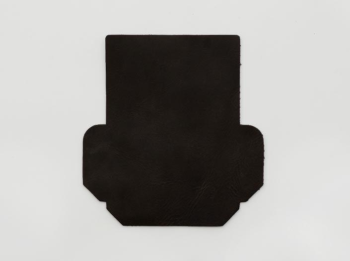 モンスターエイジングレザー×チャコールブラウン:カードケースの表面