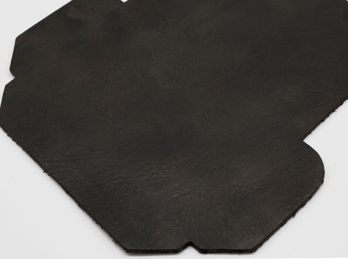 モンスターエイジングレザー×チャコールブラウン:カードケースのディテール