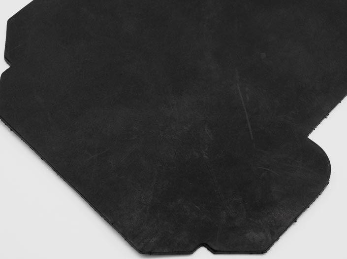 吟スリオイルワックスレザー×ブラック:カードケースのディテール
