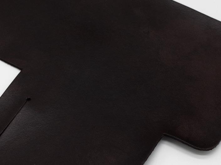 製品染めダークブラウン:札ケース(二つ折り財布)のディテール