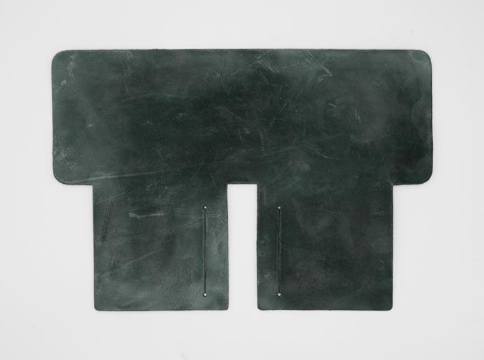 製品染めディープグリーン+ワックス仕上げ:札ケース(二つ折り財布)の表面