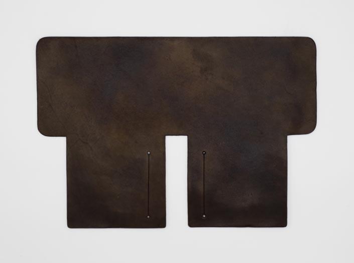 製品ムラ染めブラウン:札ケース(二つ折り財布)の表面
