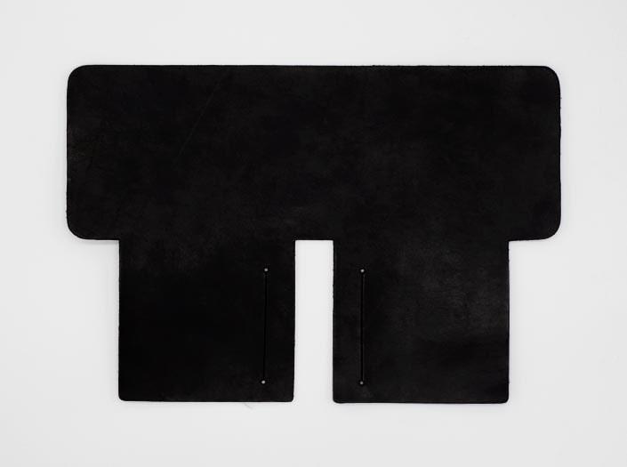 製品染めブラック:札ケース(二つ折り財布)の表面