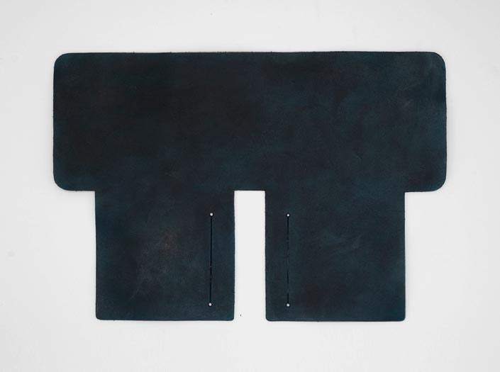 製品染めスペースブルー:札ケース(二つ折り財布)の表面
