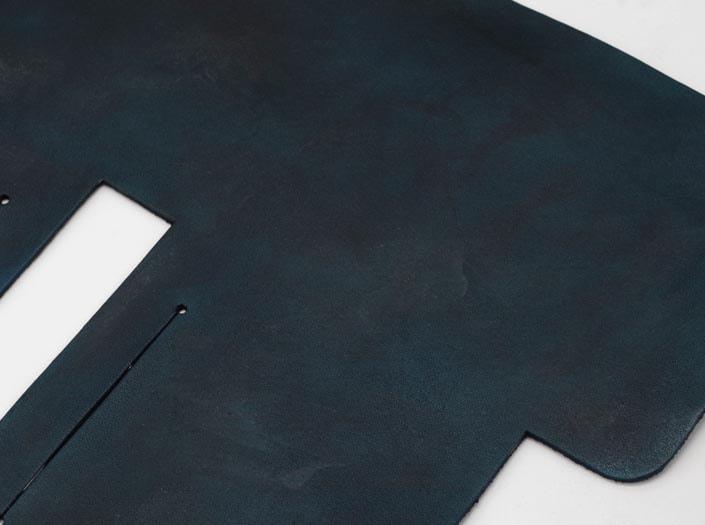 製品染めスペースブルー:札ケース(二つ折り財布)のディテール