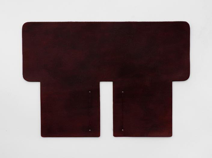 製品染めブリックレッド:札ケース(二つ折り財布)の表面