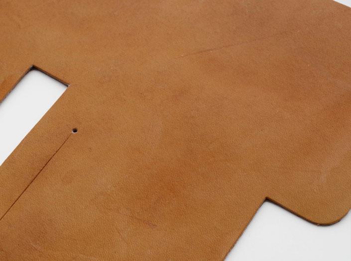 ハードレザー+オイル仕上げ:札ケース(二つ折り財布)のディテール