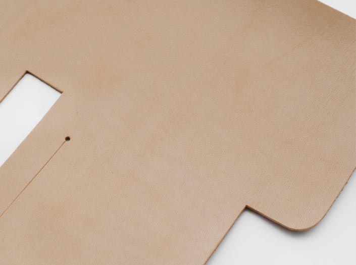 ハードレザー×ナチュラル:札ケース(二つ折り財布)のディテール