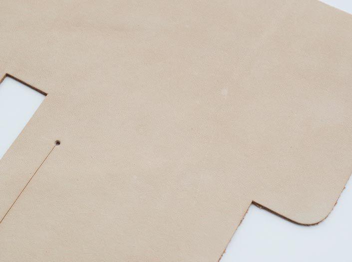 ヌメ革タンロー:札ケース(二つ折り財布)のディテール