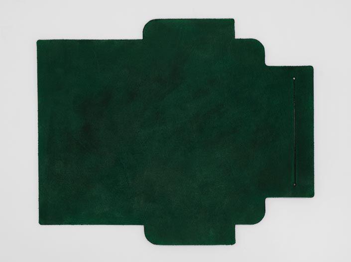 製品染めグリーン:札ケース(長財布)の表面