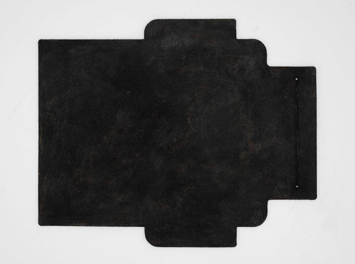 スクラッチ加工×ブラック:札ケース(長財布)の表面