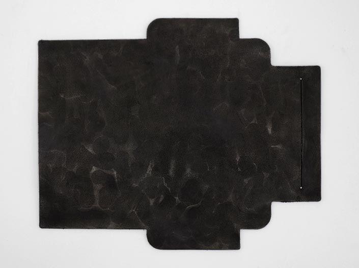 凸凹パターン×ブラック:札ケース(長財布)の表面