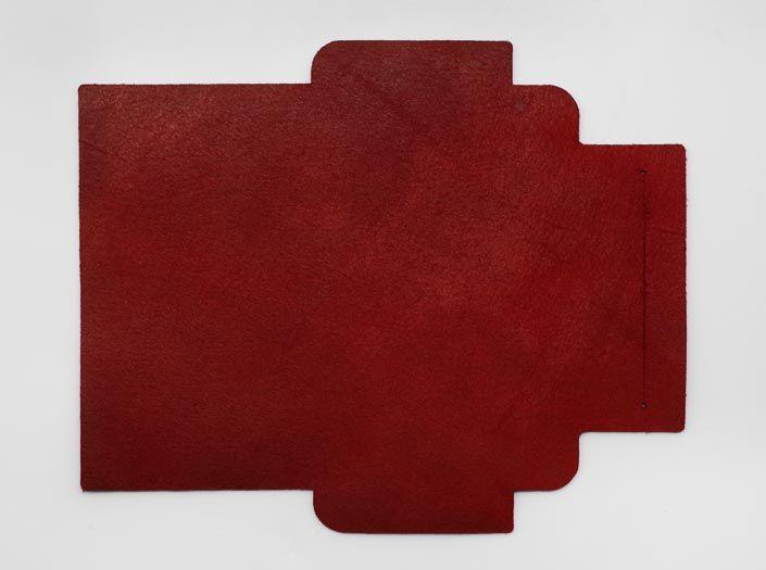 製品染めディープレッド:札ケース(長財布)の裏面