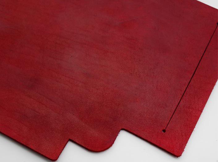 製品染めディープレッド:札ケース(長財布)のディテール