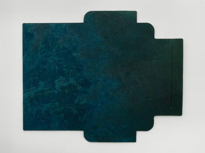 製品ムラ染めディープマリンブルー:札ケース(長財布)の裏面