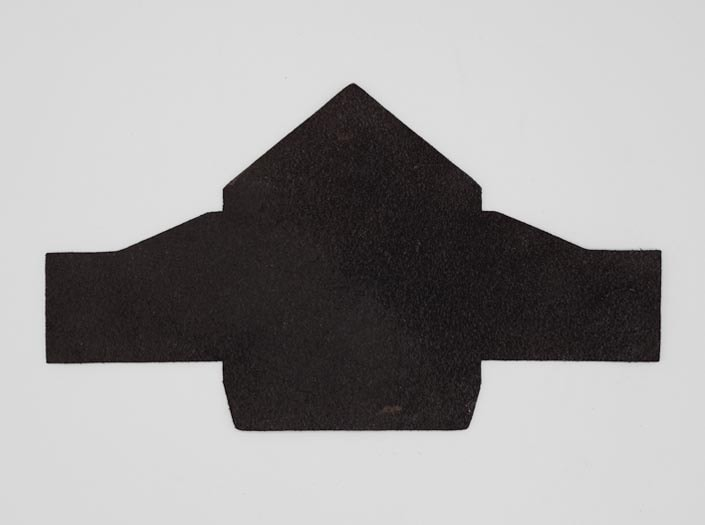 製品染めブラウンブラック+ワックス仕上げ:マルチケースの裏面
