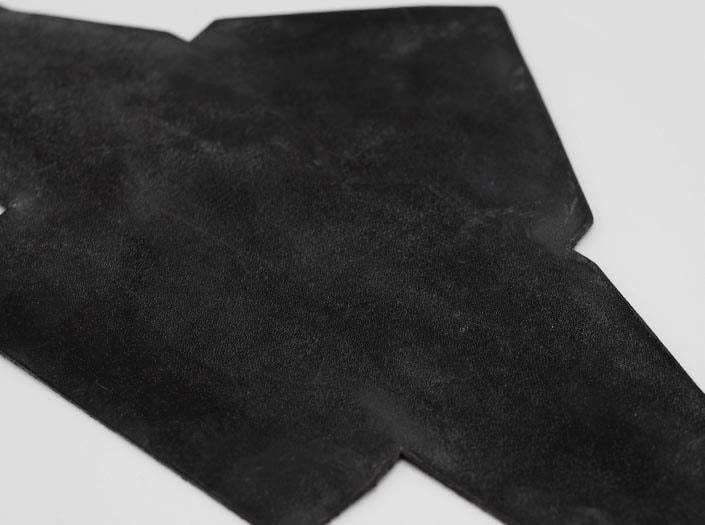 製品染めブラウンブラック+ワックス仕上げ:マルチケースのディテール