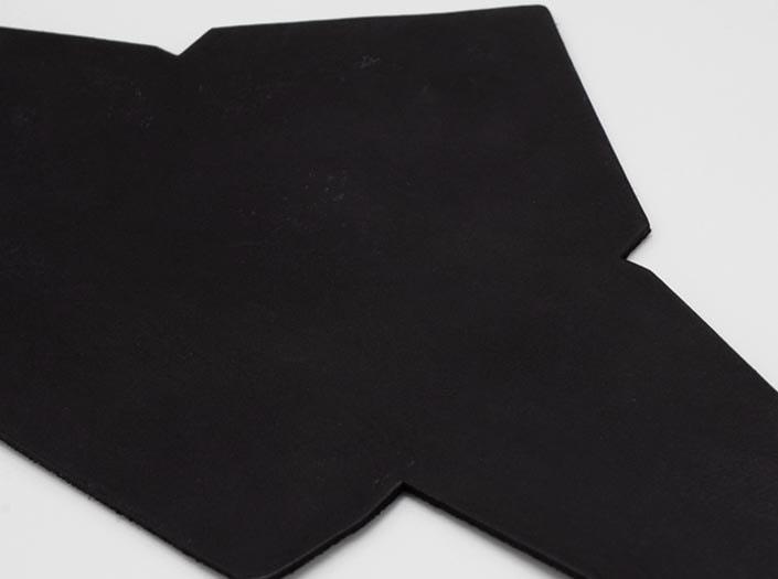 製品染めブラック:マルチケースのディテール