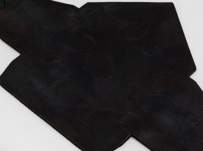 斑染めブラック:マルチケースのディテール
