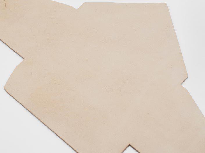 ヌメ革タンロー:マルチケースのディテール
