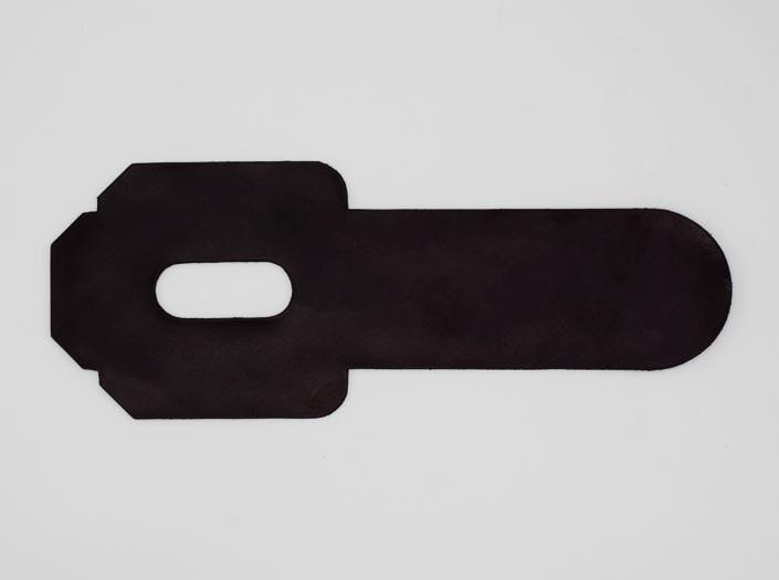 製品染めパープルブラウン:パスケースの表面