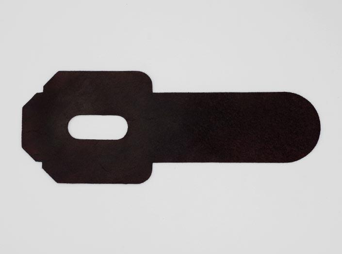 製品染めパープルブラウン:パスケースの裏面