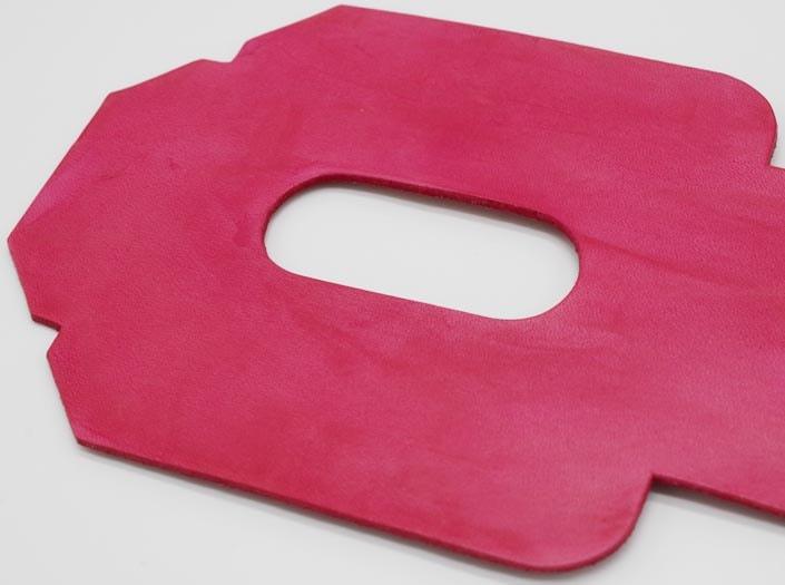 製品染めピンク:パスケースのディテール