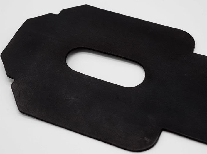 製品染めブラック:パスケースのディテール