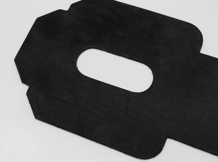 ビーズワックス×ブラック:パスケースのディテール