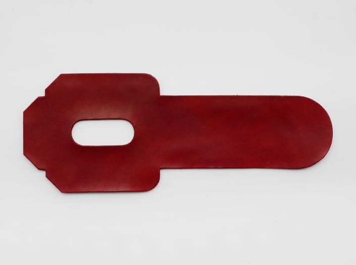 製品染めディープレッド:パスケースの表面