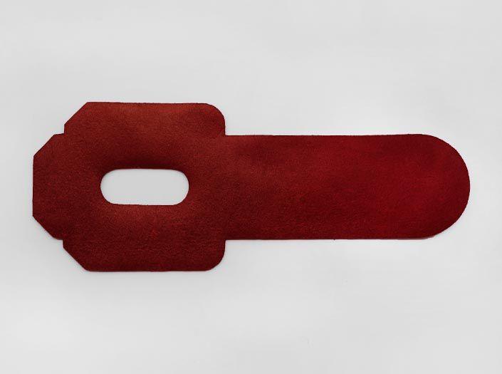 製品染めディープレッド:パスケースの裏面