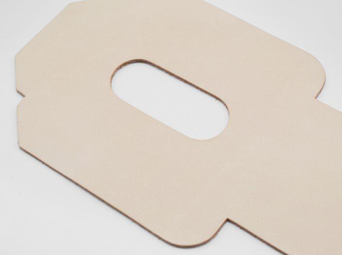 ヌメ革タンロー:パスケースのディテール